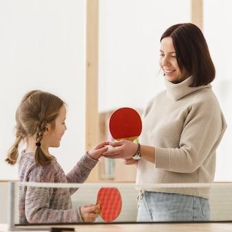 Очаровательная мама и ребенок крупным планом