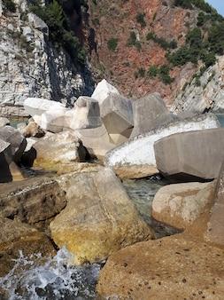 Побережье адриатического моря в петроваце, черногория