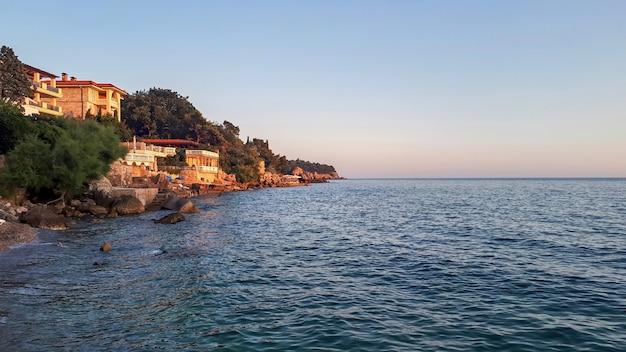 モンテネグロのストモレのアドリア海沿岸