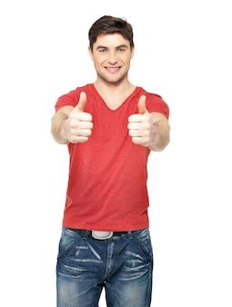 白い背景で隔離のカジュアルで親指を立てるジェスチャーで大人の幸せな男。