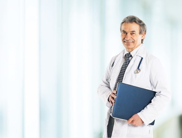 Adult qualified physician diagnostician, with a stethoscope, meditating on diagnozom.