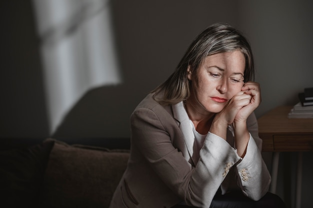 집에서 스트레스 성인 여자