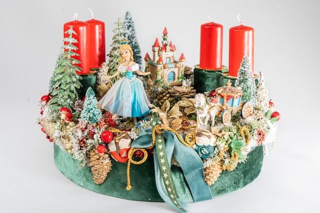 Рождественский венок со свечами, настольная композиция ручной работы, мини-украшение на новый год, искусственная елка, украшение интерьера