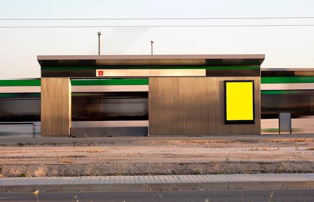 Рекламные щиты на станции метро Premium Фотографии