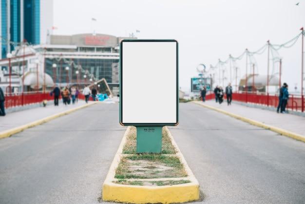 Рекламная панель на дороге