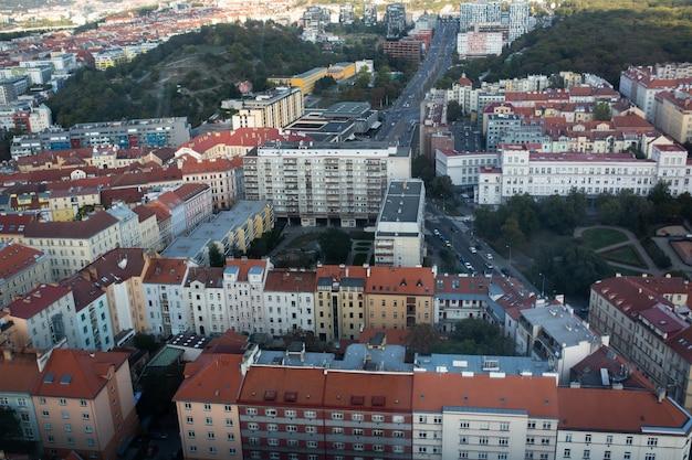 チェコ共和国プラハの街路や建物の空中写真