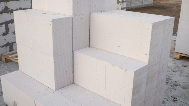 Aerated concrete blocks for the rapid construction