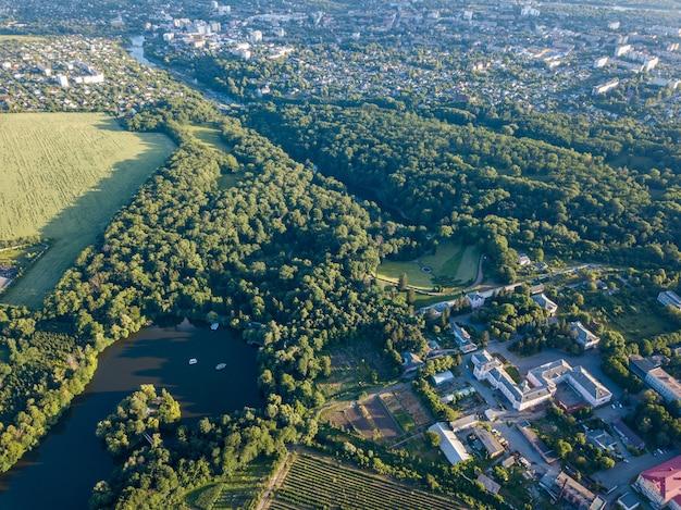 우만시, 우크라이나의 드론 국립 dendrological park sofiyivka에서 공중 조감도