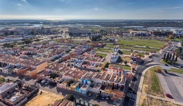 空中。鳥瞰図から見たファロの街、hortasdefiguras通り。ポルトガル