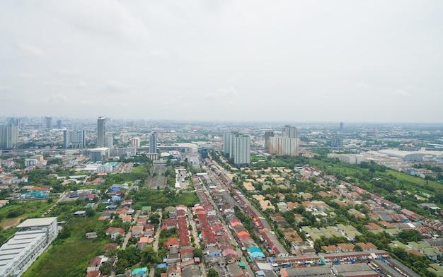 논타 부리에서 무인 항공기 비행에서 공중 도시보기