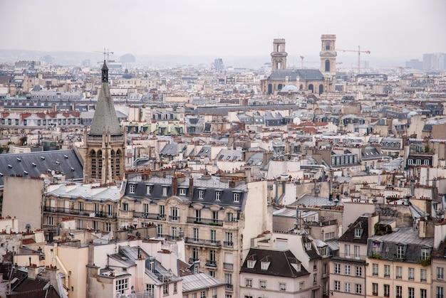 오래 된 건축과 공중 도시 전망