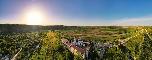 Vista panoramica del drone aereo di una natura in moldavia