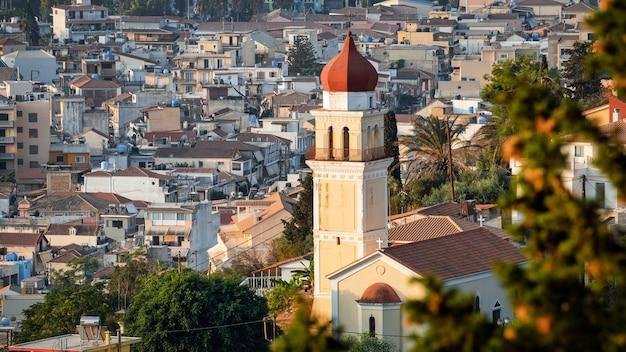 ギリシャ、ザキントス島の教会の空中ドローンビュー