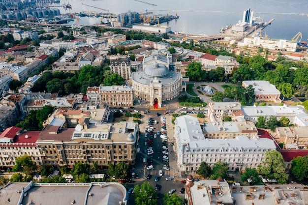 旧市街と港の航空写真
