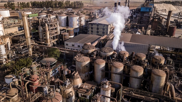Аэрофотоснимок завода по производству сахара и этанола.