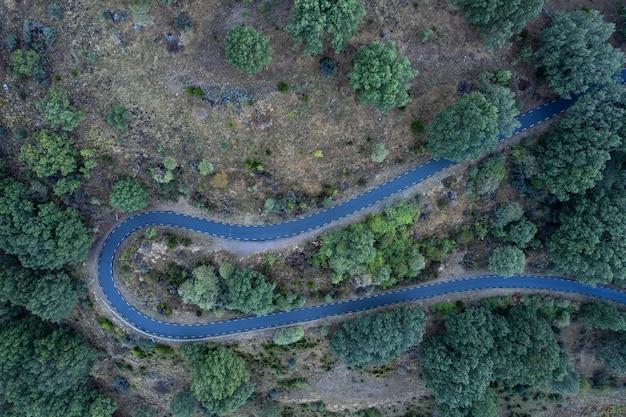 Воздушный пейзаж с горной дорогой
