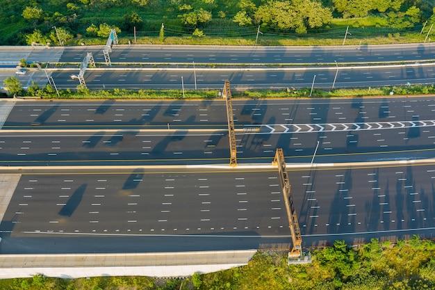 Панорамный вид с воздуха на мост губернатора альфреда э. дрисколла через реку раритан в нью-джерси