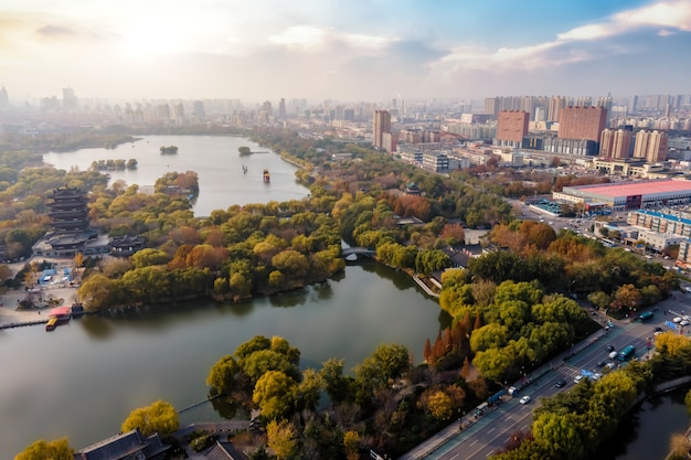 大明湖公園、済南、中国の航空写真