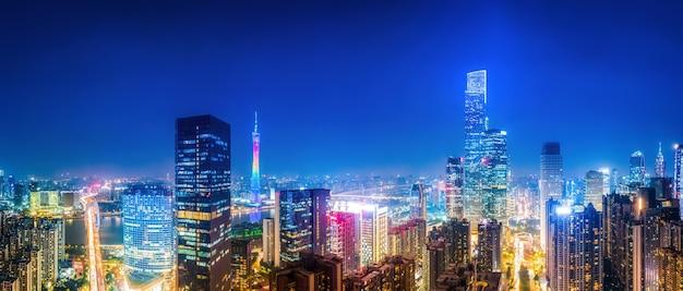 広州都市建築の夜景の航空写真