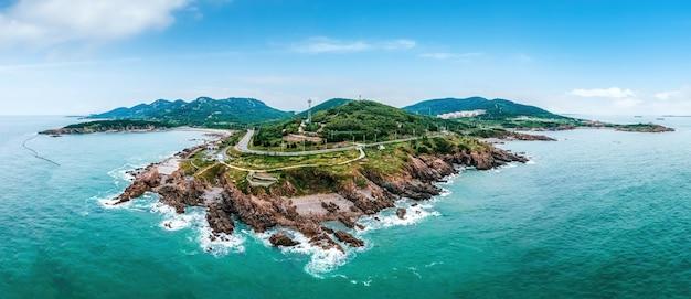 島の海岸線の航空写真