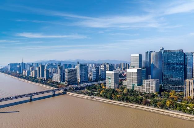 中国杭州の近代的な都市建築景観の航空写真
