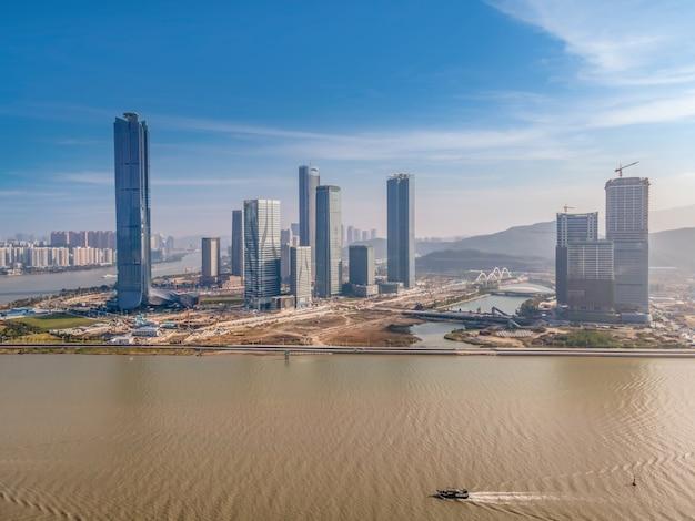 중국 주하이의 현대 도시 건축 풍경의 항공 사진 프리미엄 사진