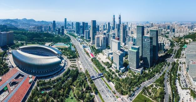 中国済南市の近代的な都市建築景観の航空写真