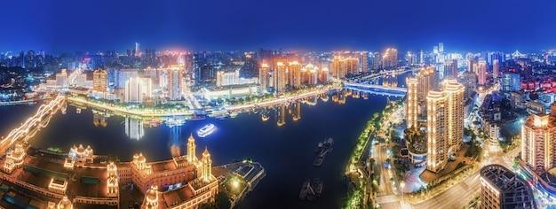 중국 푸저우 시 공원과 호수의 야경 항공 사진