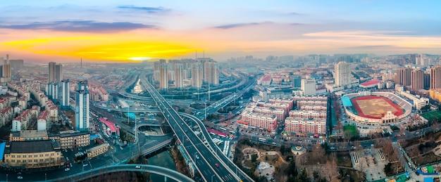 青島市道路高架の航空写真