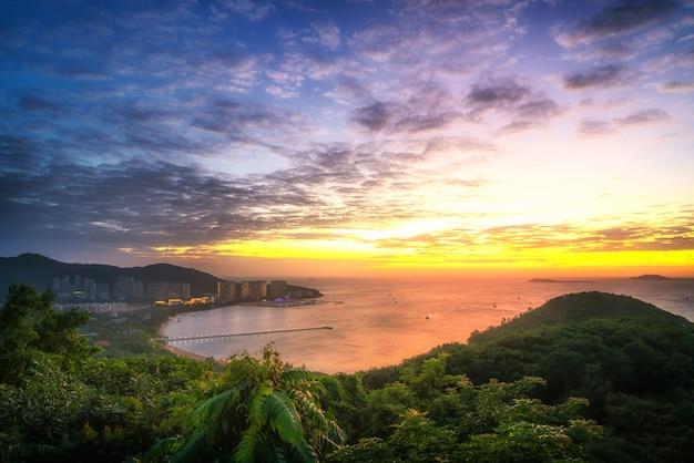 Аэрофотосъемка пейзажей и современной архитектуры острова санья