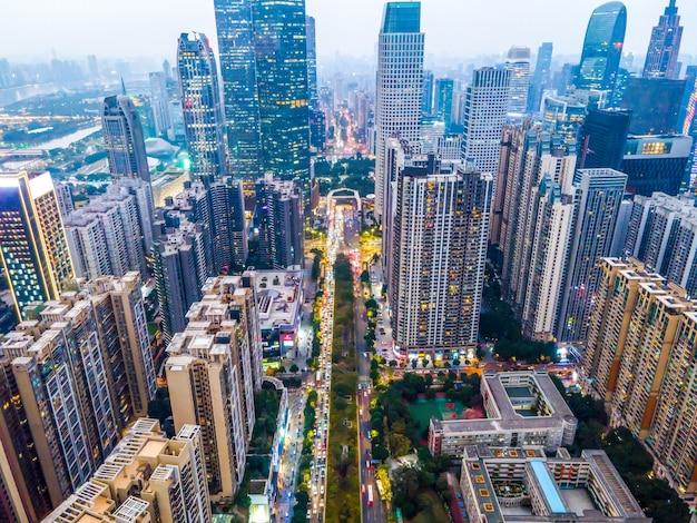 Аэрофотосъемка архитектурного пейзажа по обе стороны жемчужной реки в гуанчжоу
