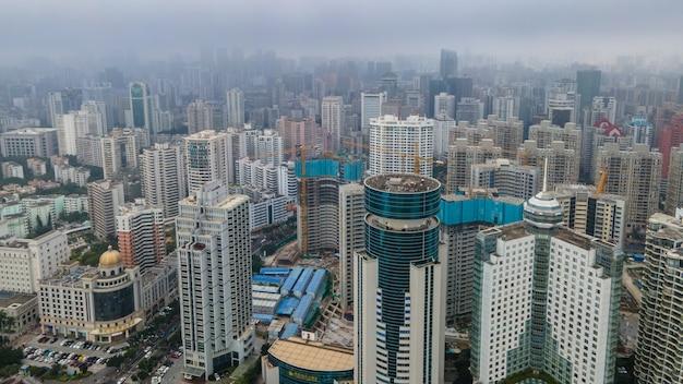 Аэрофотосъемка архитектурного пейзажа по обе стороны жемчужной реки в кайкоу