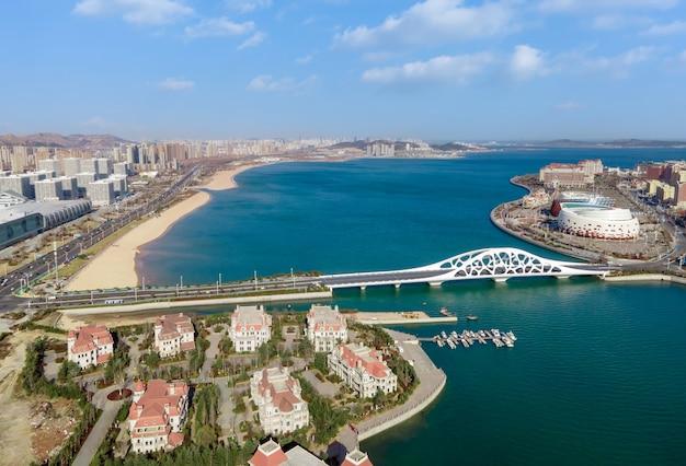 青島、中国の美しい海岸線の航空写真