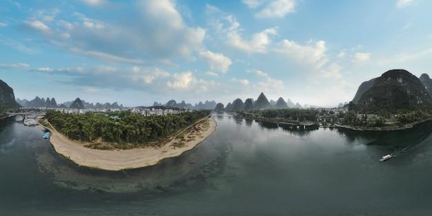 桂林の漓江の美しい風景の航空写真