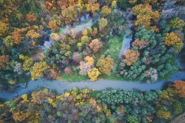 강과 가을 숲, 가을 풍경의 항공 사진