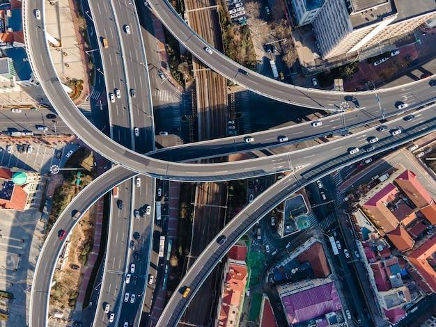 都市の建物の風景の高架の航空写真