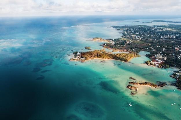 モーリシャス島の北、北東海岸の航空写真。