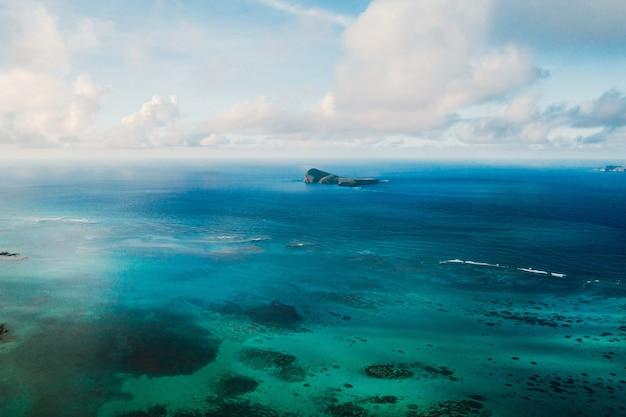 Аэрофотоснимок северного, северо-восточного побережья острова маврикий.