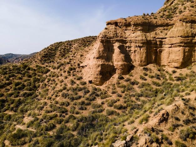 Vista aerea del paesaggio delle montagne