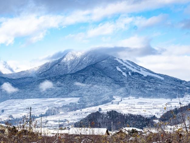 Ripresa aerea del monte. kosha, prefettura di nagano, giappone