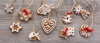 Aerial shot of bunch of christmas cinnamon gingerbreads on a wooden background