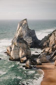 폭풍우 치는 날씨에 cabo da roca colares의 공중 촬영