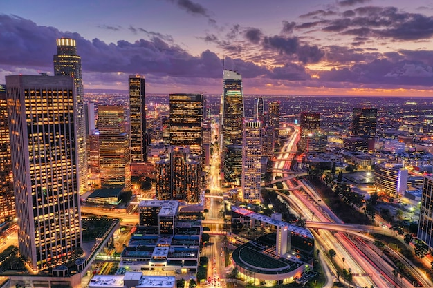 Аэрофотоснимок центра лос-анджелеса ночью