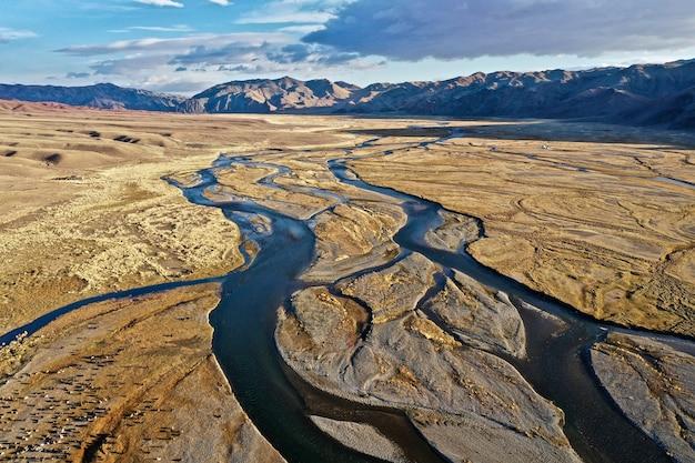 モンゴルのオルホン川の空中ショット