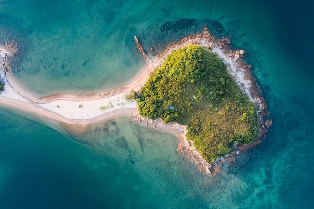 Воздушный снимок морского пейзажа с островом, гонконг