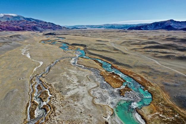 Ripresa aerea del fiume orkhon in mongolia