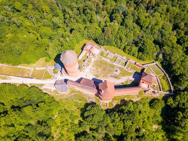 Ripresa aerea del castello di turaida, sigulda