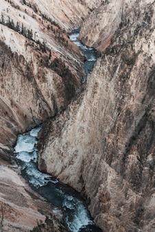 Ripresa aerea del parco nazionale di yellowstone yellowstone usa