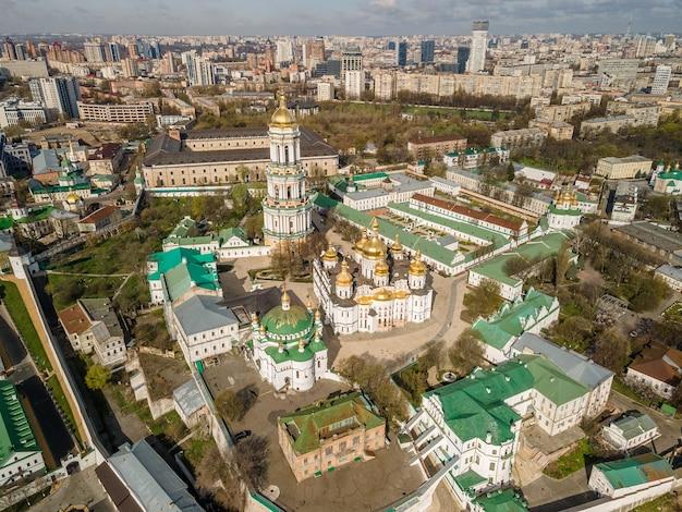 키예프 페체르시크 라브라 또는 키예프 수도원의 무인 항공기에 의한 공중 평면도