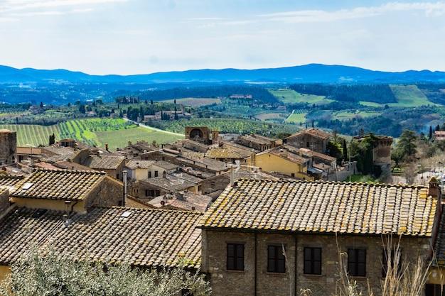 Вид с воздуха на город сан-джиминьяно в тоскане, италия
